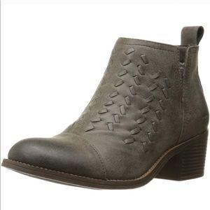 Billabong boots size 8